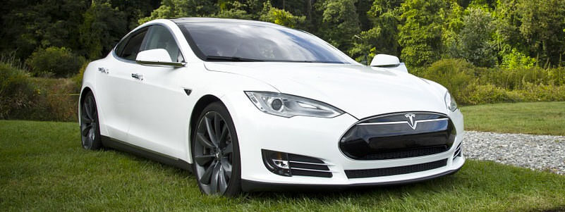 Why Tesla's New Panoramic Windshield Is So Expensive to Replace