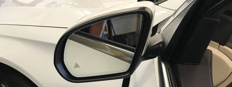 Understanding the Importance of Repairing or Replacing Your Car's Side Mirror